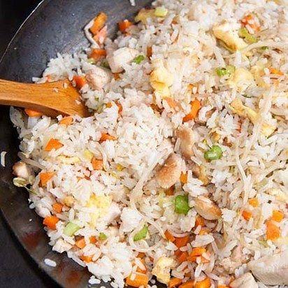 Prepara en casa el arroz chino de tus sueños. | 16 Deliciosas recetas con arroz que mejorarán tu vida entera