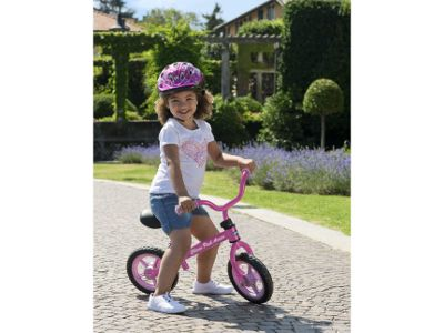Scoprire il mondo, imitare la mamma e sentirsi grande, si sa, per una bambina è l'avventura più speciale. E farlo in sella a una fiammante due ruote, per giunta tutta rosa, è il massimo.