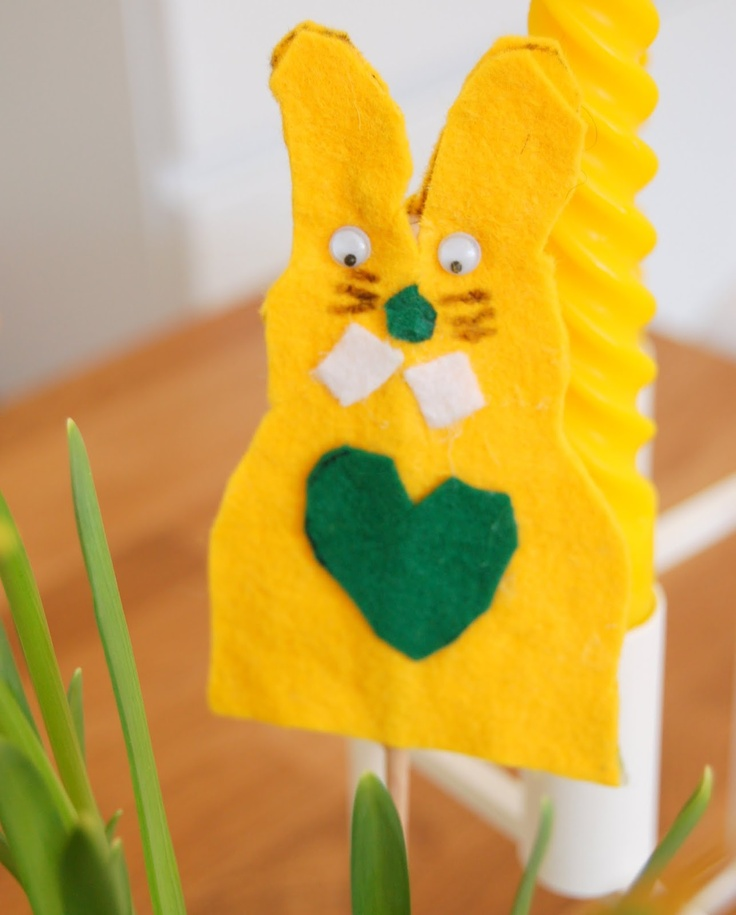 cute felt bunny on a stick! - ElleVillaMalla: God påske...