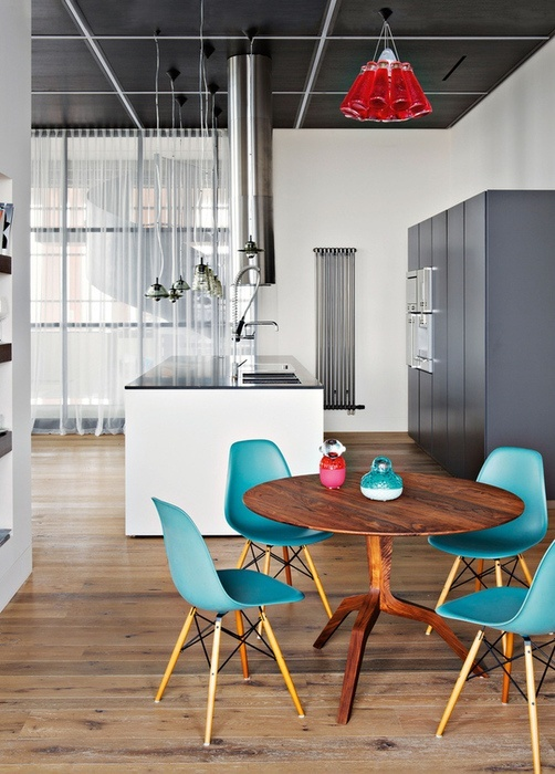 Kitchen - Dining room incl Eames DSW turquoise chairs and red accessories