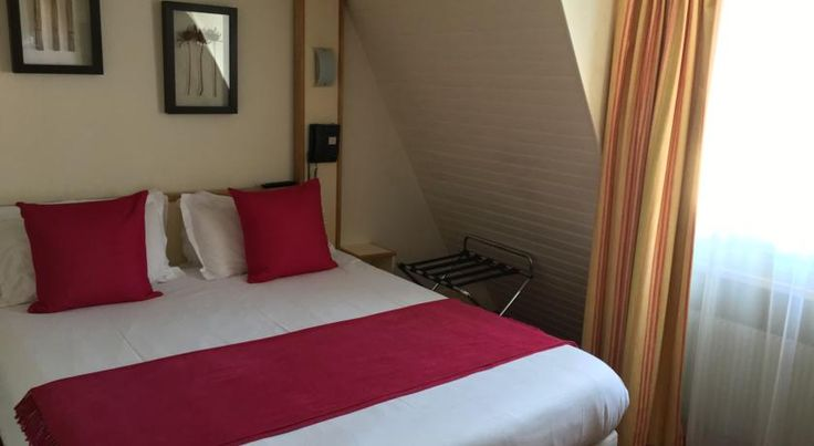 Hotel Antin St Georges Paris Located in the 9th district in central Paris, this colonial-style hotel is a 15-minute walk from the Opéra Garnier. It has a 24-hour reception and guest rooms include satellite TV.  Each guest room has a private bathroom with a hairdryer.