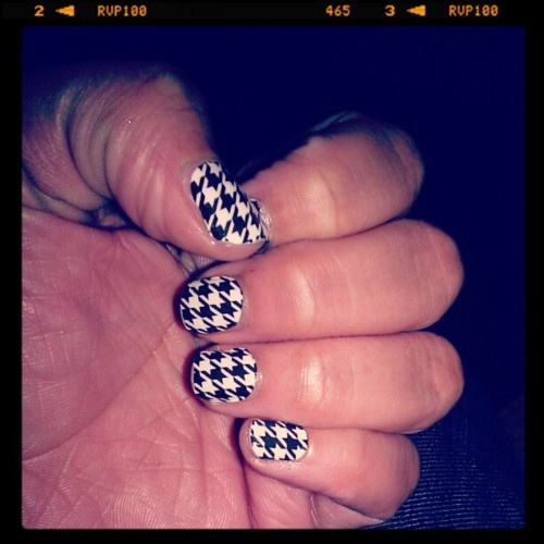 Houndstooth nails: Houndstooth Nails, Tidee Rolll, Hair Nails Beauty, Rollll Tidee, Hair Make Up Nails Skin, Beauty Hair Nails, Hair Nails Makeup, Rusty Nails, Amazing Nails