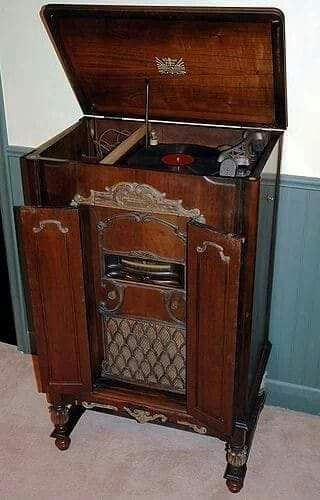 Pin By Timeo Byerle On Tourne Disque Ancien Antique Record
