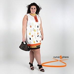 Vestido sin mangas con gotas de agua de colores bordadas. Escote abierto muy favorecedor. Con forro interior.Vestido tallas grandes.