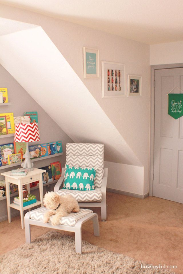 Reading nook in the nursery - a must-have! #nursery #chevron #librarywall