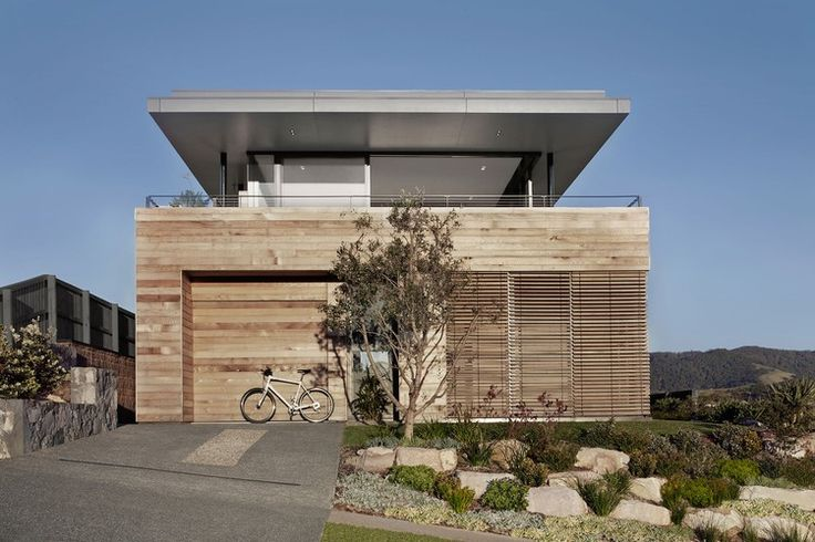 Located in South Coast, #Australia, this modern two-storey beach #house was designed in 2007 by Smart #Design Studio.