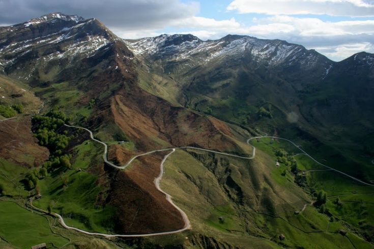 Valle de Lunada, San Roque de Riomiera, Cantabria, España  http://alberguealtomiera.wordpress.com  https://www.facebook.com/agroturismoaltomiera #albergue #altomiera #travel #spain +34 616245761