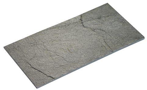 Silver Grey Natural er en naturlig skifer i formatet 30x60. Overflaten er ujevn med variert fargestruktur i grå toner. Steinen har en høydeforskjell på +/- 5 mm tykkelse noe som vil gi det røffe utseende. (Right price tiles)