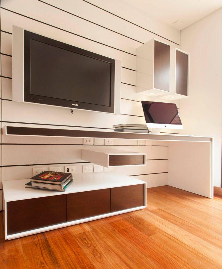 Mueble de estudio y TV.
