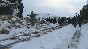 Voor Game of Thrones werd Vatnajökull National Park in Ijsland gebruikt als filmlocatie.  Het gebied heeft verder ook de nodige vulkanen en een vulkanisch meer. De ijzige vlaktes, gecombineerd met bergen en vulkanische rotsen geeft het gebied een uniek karakter, dat perfect in de serie is terug te vinden.