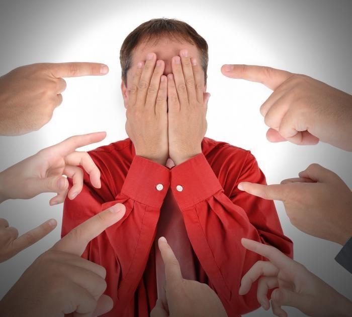 О критике  Делая что-либо, мы рискуем услышать критику в свой адрес. Переживая из-за критики, мы теряем время и силы., которые могли бы пойти на создание чего-то или на помощь кому-то. Если критикуют - значит делаю что-то не так, хотя стоит задуматься правда ли человек, который критикует хочет помочь, научить, или же ему просто захотелось покритиковать. В таком случае не стоит принимать критику на свой счет.   Зачем люди критикуют:   1. Люди не любят, когда кто-то делает то, что они хотели…