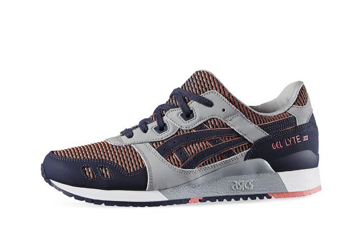 De Gel-Lyte III serie, die recht uit de jaren 90 komt, legt de lat hoog voor lichte hardloopschoenen. Drie generaties later is de Asics Gel-Lyte III verder ontwikkeld, maar heeft wel de stoere stijl met kleurblokken en de goede looks van de hardloopschoen behouden.  Neem het beste van beide, met een unieke stijl en prestaties. Dit zijn sneakers die jouw hectische levensstijl bij kunnen benen, terwijl je er goed uitziet. Voel het comfort met GEL cushioning en de gespleten tong waar deze…