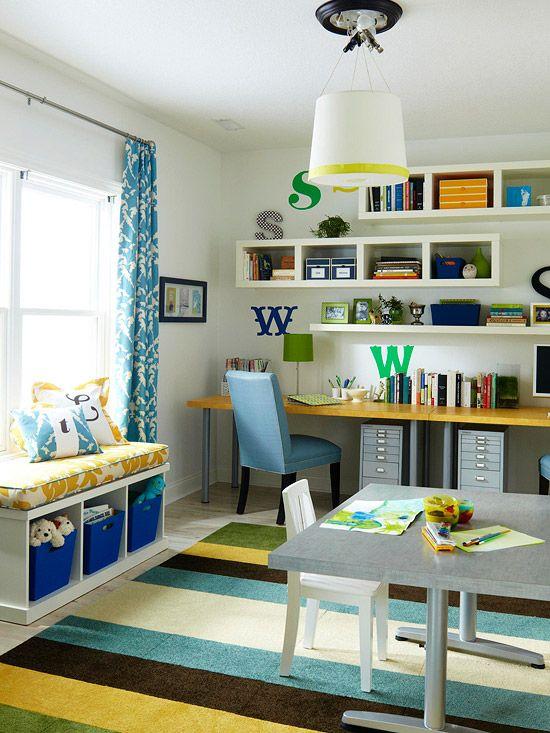 ideia para quarto heureca, com mesa para call, bancada...prateleiras com livros...etc