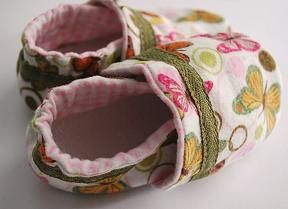 An excellent tutorial on how to make baby shoes