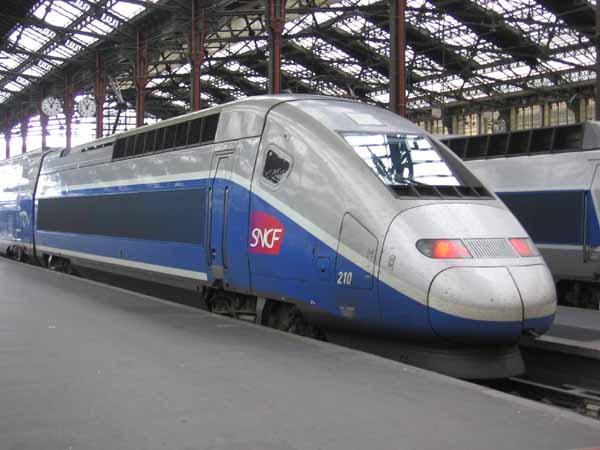 4. TGV Réseau, France: 380 km/hour (236.12 mph)