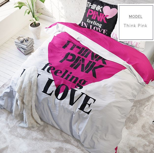 Bílé povlečení na postel z mikrovlákna s velkým růžovým srdcem