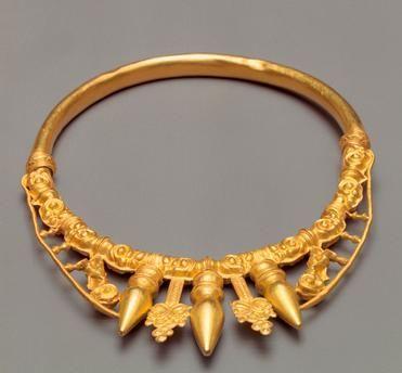 Torque / Celtic, 5th Century BC.  Gold; inner diameter 12.9 × 15.1cm. Found in Glauburg-Glauberg, Wetteraukreis, grave 1