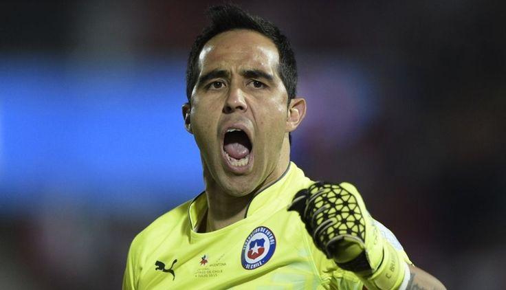 Claudio Bravo el capitán de la Roja, apareció en los momentos mas complicados del equipo. July 05, 2015.