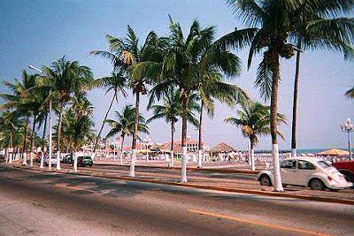 Veracruz, Veracruz (Oceano Atlantico)..........Conserva il fascino di una cittadina coloniale accogliente, vivace ed animata famosa anch'essa per il suo carnevale. Il cuore della città è lo zocalo dove sorge la cattedrale e il Palacio Municipal. Il porto di Veracruz è ancora molto attivo e il Paseo del Malecon è un bel lungomare costeggiato da pittoresche bancarelle. Da visitare anche il faro Carranza e la fortezza di San Juan de Ulúa.