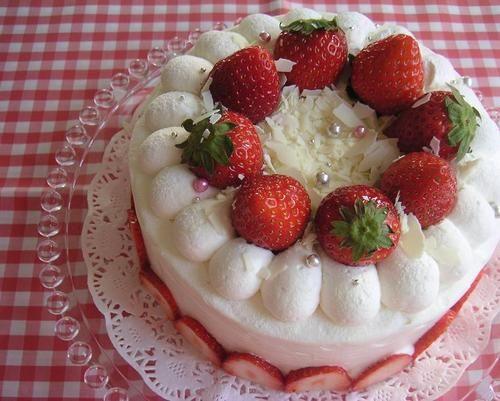 イチゴのデコレーションケーキ