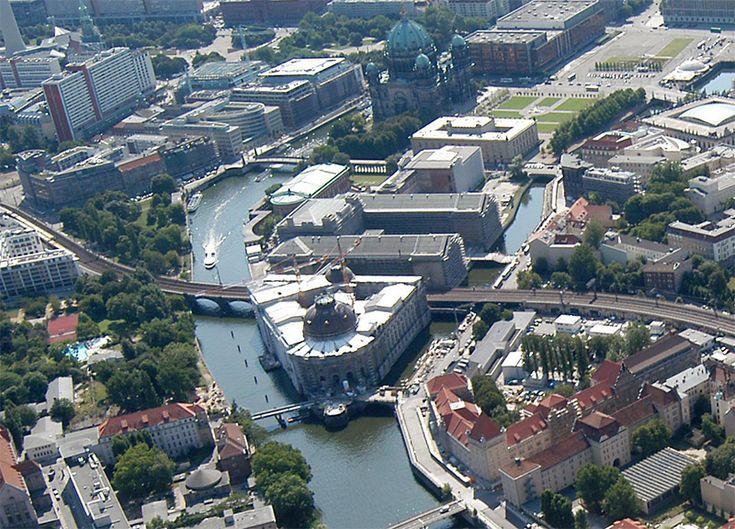La isla de los museos de Berlín (museumsinsel) es un monumento destacado ya que en ella se encuentra los museos más importantes de la capital Alemana.