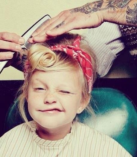 Pin Up Little Girl Red Bandana Interesante