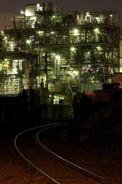Keihin Industrial Zone, Kawasaki, Japan   By u_ran2008 Takahiro Urano. This photo was taken on January 17, 2009 using a Nikon D300.