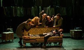 Μαύρο Χιόνι - Το ημερολόγιο ενός μακαρίτη στο θέατρο Πόρτα   Το ΠΟΡΤΑ παρουσιάζει από τις τις 6 Δεκεμβρίου την παράσταση Μαύρο Χιόνι- το ημερολόγιο ενός μακαρίτη σε σκηνοθεσία Κώστα Φιλίππογλου.  from Ροή http://ift.tt/2nEza0A Ροή