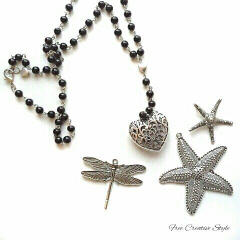 Collane rosario in resina con ciondoli in acciaio.  €7 #collana #jewellery #bijoux #necklace#rosario