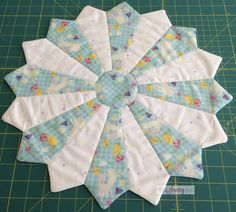 Dresden Plate Table Topper Step-by-Step Tutorial | The Sewing Fools | The Sewing Fools