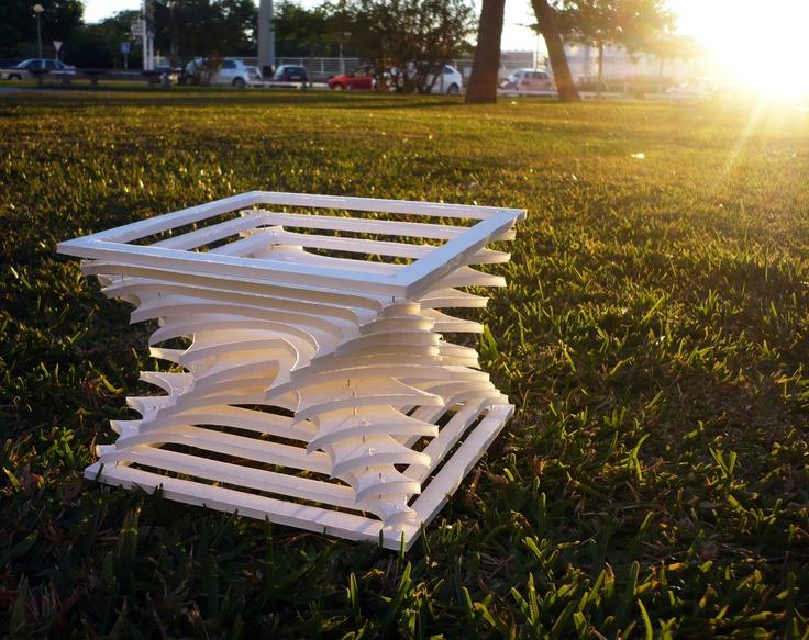#disenobasico #serialplanes #planosseriados Sesión ejercicio de construcción tridimensional con planos 2D seriados, diseñado en autocad.  ©2012 Coolhunters_upv