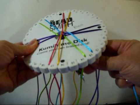 En este video explico como hacer una trenza de kumihimo en forma de espiral. El video es en espanol.  In this video I explain how to make a swirl kumihimo braid. The video is in Spanish.