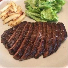 今日は贅沢にお肉池尻大橋近くのブレックファストクラブでランプステーキたるものをガッツリ食べてきました()  美味いーこのお肉ー漬け込んだお肉を焼いているのでまた柔らかい(Д)味もさながら岩塩で食べる肉も美味しいわー(  )  肉好きは行く価値あるよー(o)/ tags[東京都]