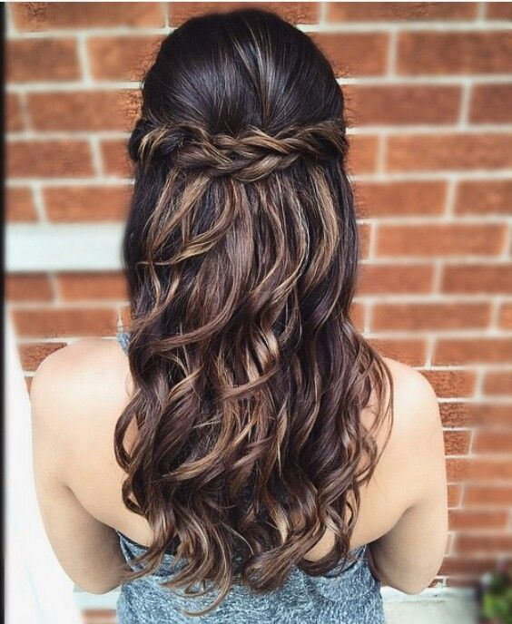 28 Fascinating Half Up Half Down Marriage ceremony Hairstyles—simple twisted coiffure w…
