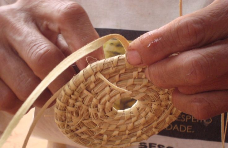 Course to learn to make a basket #dreavel  #norcia #discoverumbria #umbria #toursinumbria #courses With this course you will learn an art that was invented in Preistoric Age. You will learn to recognise the rigt plants, to choose and to use in the rigth way.