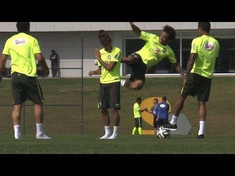 Neymar and Co' se mettent au Karaté (vidéo) - http://www.actusports.fr/106334/neymar-and-co-se-mettent-au-karate-video/