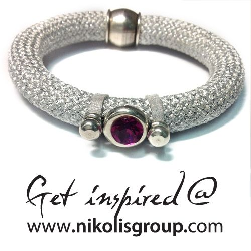 Bracelet with climbing cord in silver color and fuchsia swarovski stone! find all the materials @ www.nikolisgroup.com