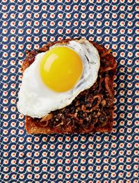 Fried duck egg haggis & whisky onions