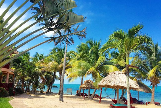 White sandy beaches, turquoise waters and lush greens makes the perfect haven for your Belize  destination vacation.