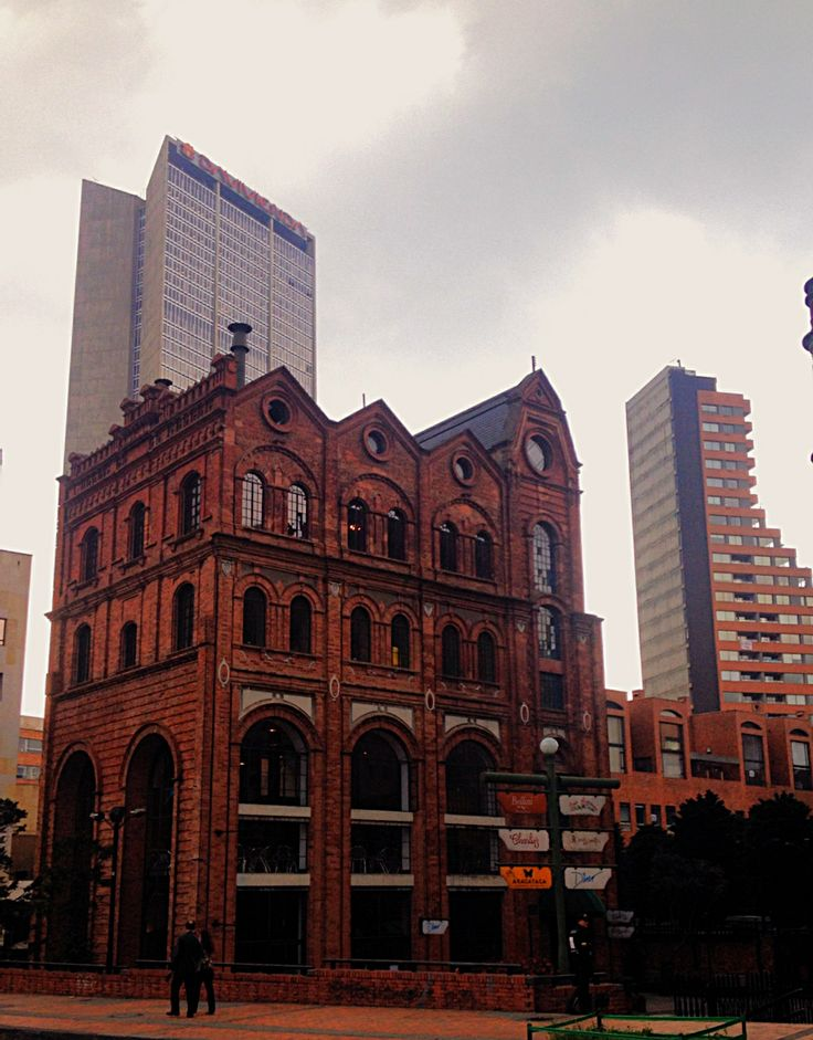 Carrera 7 - Bogotá - Colombia  ¿Te interesa la arquitectura y el urbanismo? Te esperamos en www.arquirecursos.com