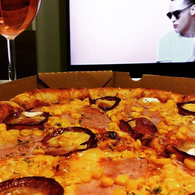 Na pohodu  #vosimecz #vosime #pizza #pizzas #pizzalover #pizzadelivery #nightfood #watching #romantic #novyjicin #frydekmistek #orlova #goodfood