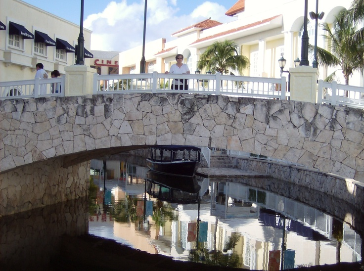 Bridge over canal Shopping area/Cancun....shop here after earning from Compumatrix