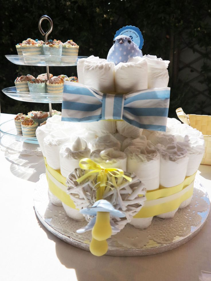 Diaper Cake with blue and yellow details with @giralamodalab