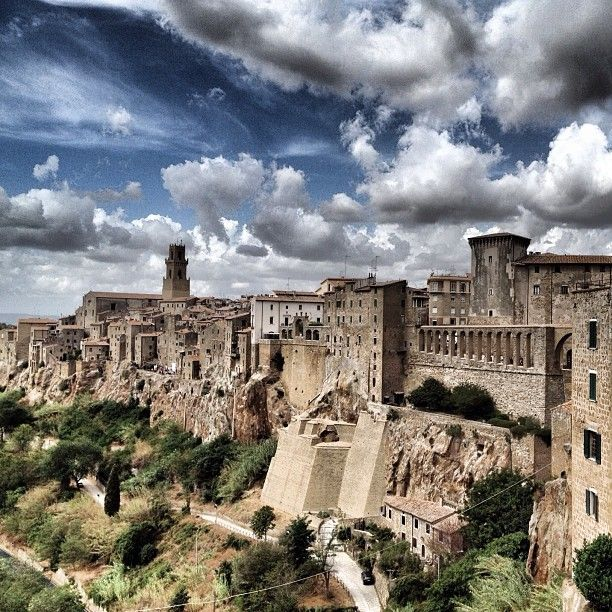 Pitigliano [ Original pic @miciomacho ] #tuscanygram #tuscanygramers | by tuscanygram