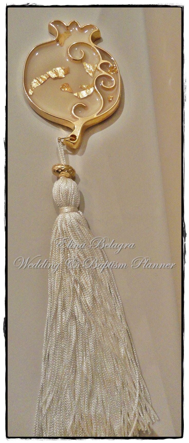 handmade#wedding#gifts#pomegranate#love#gamos#wedding#chicwedding#romantic#wedding#romance#vintagewedding#vintage#handmade#weddingplanner#elinabelagra#www.elinabelagra.gr Μπομπονιέρα γάμου ρόδι, με μεγάλη φούντα και επίχρυσα στοιχεία, κουφέτα
