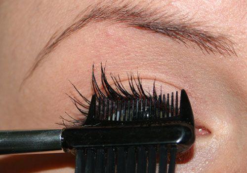 Come mettere il mascara: i metodi degli artisti del make up