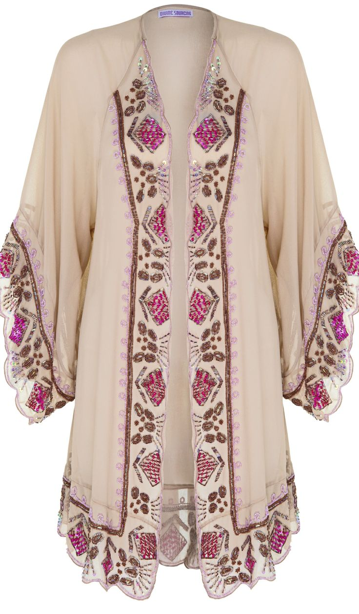 Different Types of Kimonos  How to Wear Them (article) http://boomerinas.com/2013/12/04/5-easy-to-wear-kimono-styles-whats-up-with-all-the-kimonos/