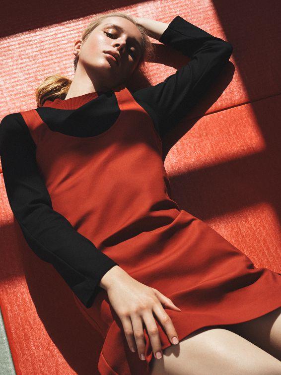#photography #dress #black #red #light #blondhair #blond #hair #lying #down #lyingdown #reflection #girl #woman #model #sport #martialarts #cravmaga #boxing #judo #tatami #muaythai #MMA #fight #sportswear #UNXParis #UNX