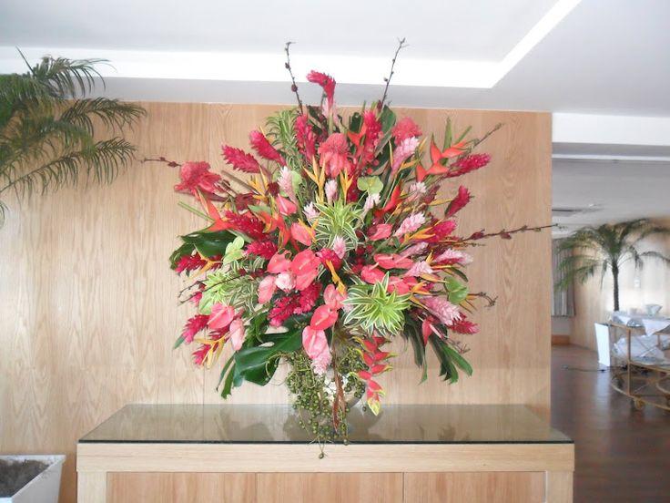 riodejaneiroflorista: Decoração no Hotel Windsor em Copacabana com flores tropicais .