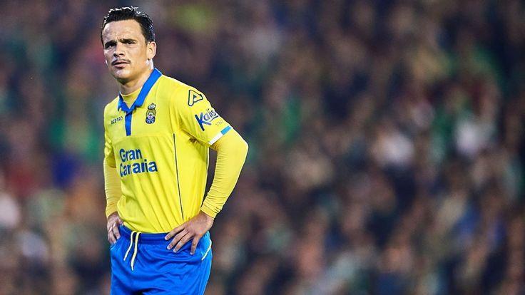 Swansea sign Las Palmas midfielder Roque Mesa for £11m